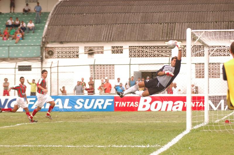 A foto do dia: milagre de Marcelo Cruz em Santos no Paulistão de 2005