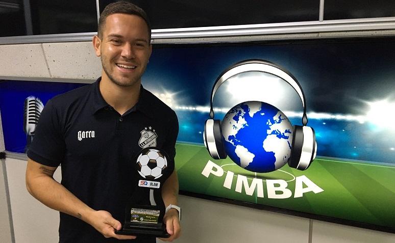 Volante Emerson Muller fala da renovação com a Inter e recebe troféu ao vivo